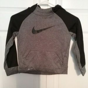 Nike boys Youth grey and black sweater size 5 / s
